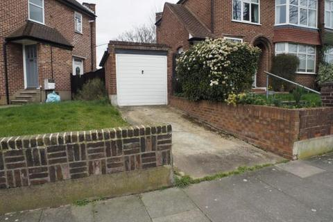 Garage to rent - Hallside Road Garage