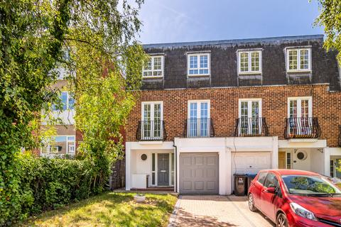 4 bedroom end of terrace house for sale - Avenue Road