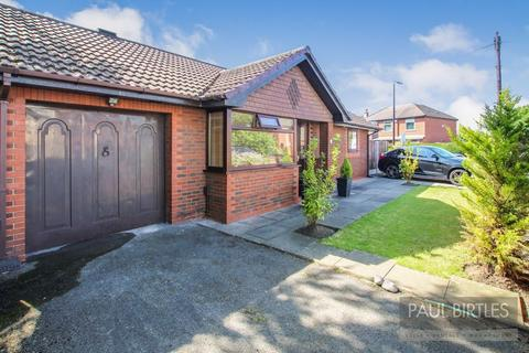 2 bedroom detached bungalow for sale - Westbourne Park, Urmston, Trafford, M41