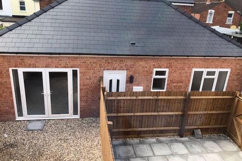2 bedroom detached bungalow to rent - Massey Road, Gloucester