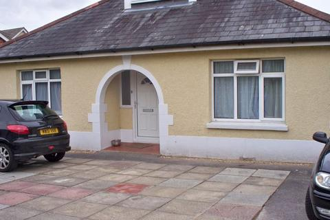 1 bedroom in a house share to rent - Large Double Room in House Share on Alder Road