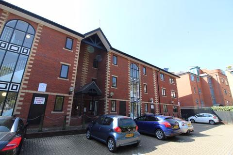 2 bedroom flat to rent - 22 Guild Court Redcliff Backs BS1 6HX