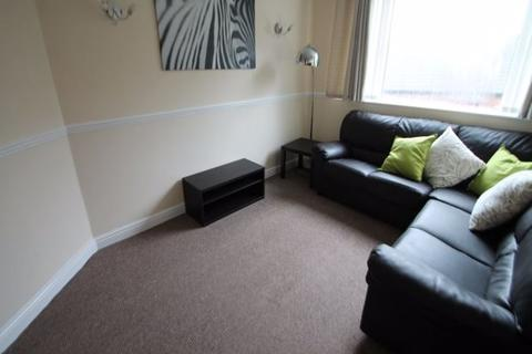 2 bedroom flat to rent - Knowle Mount, Burley, Leeds, LS4 2PP