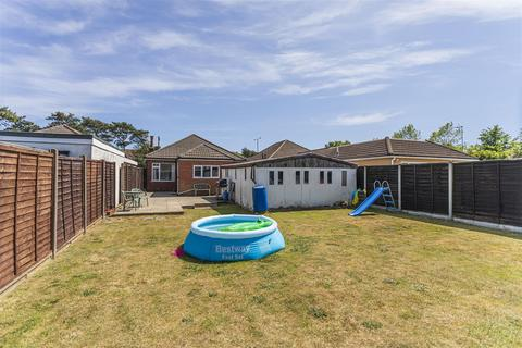4 bedroom bungalow for sale - Ringwood Road, Bournemouth