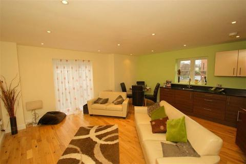 2 bedroom flat to rent - Roundhay Court, Sutherland Avenue, LS8