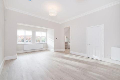 Studio to rent - Montpelier Road, Ealing, W5