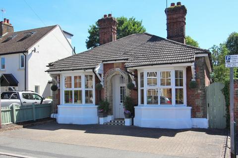 2 bedroom detached bungalow for sale - Park Avenue, Chelmsford, Essex, CM1