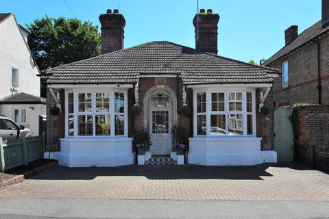 2 bedroom detached bungalow for sale - Park Avenue, Chelmsford, Essex, CM1
