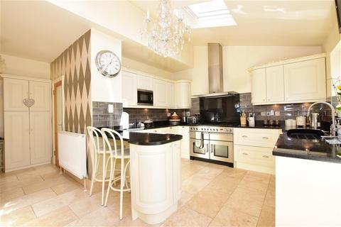 3 bedroom semi-detached house for sale - Glebe Way, Hornchurch, Essex