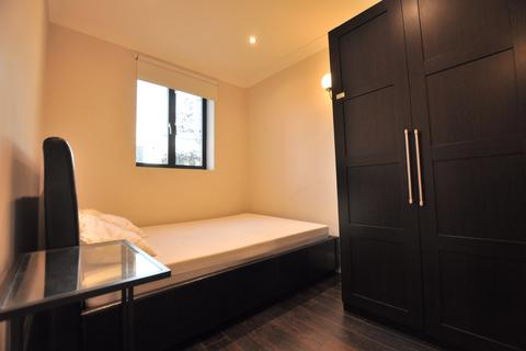 4 bedroom house share to rent - Vallance Road, London E1