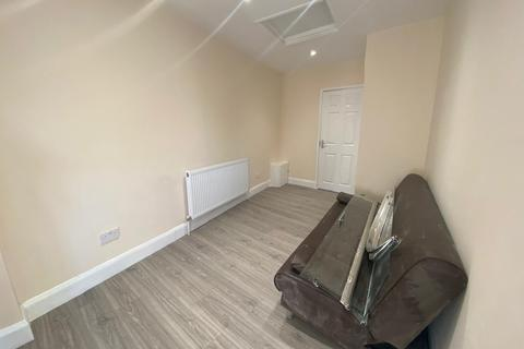 3 bedroom flat to rent - Dawley Road, Hayes, Greater London, UB3