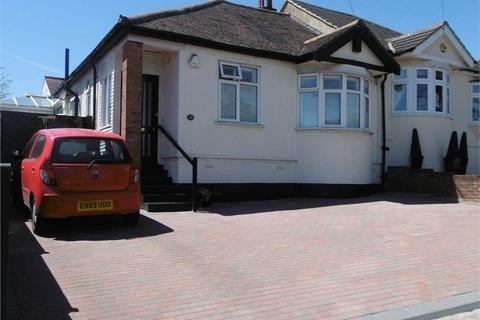2 bedroom semi-detached bungalow for sale - Havering Road, ROMFORD, Greater London