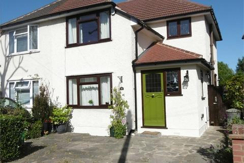 3 bedroom semi-detached house for sale - Mawney Road, ROMFORD, Greater London