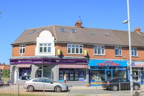 1 bedroom flat for sale - Hook Road, Chessington