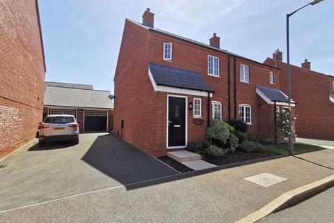 3 bedroom semi-detached house for sale - Auralia Close, Aylesbury