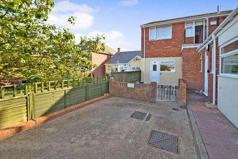 1 bedroom apartment for sale - Ground Floor Apartment with Garden and Parking, Goldcroft Road, Weymouth