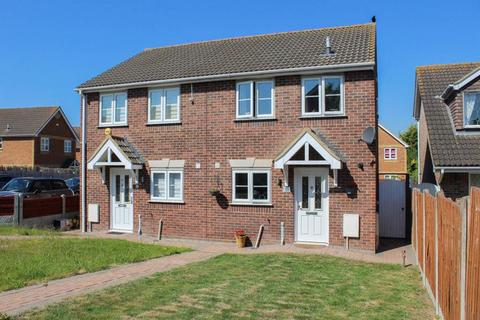 2 bedroom semi-detached house for sale - Halstead Close, Wickford, SS12 9RR