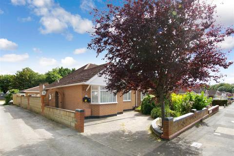 2 bedroom semi-detached bungalow to rent - Glenwood Close, Old Town, Swindon
