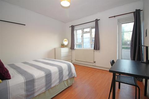 1 bedroom house share to rent - Vallance Road, London