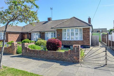 2 bedroom bungalow for sale - Rodbridge Drive, Thorpe Bay