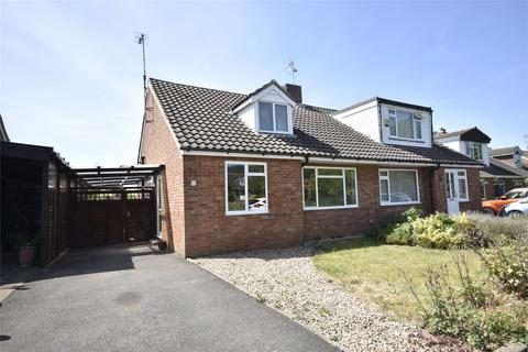 3 bedroom semi-detached house for sale - Oakfield Road, Bishops Cleeve, Cheltenham, Gloucestershire, GL52