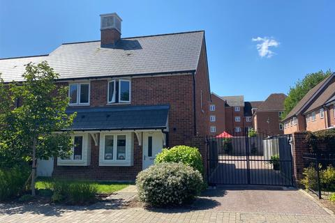2 bedroom end of terrace house for sale - Queen Street, Kings Hill, ME19 4JD