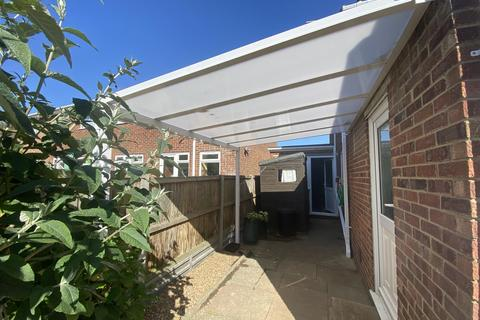 3 bedroom semi-detached house for sale - Yew Tree Close, Broadstairs