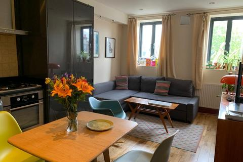 2 bedroom flat to rent - High Road, London