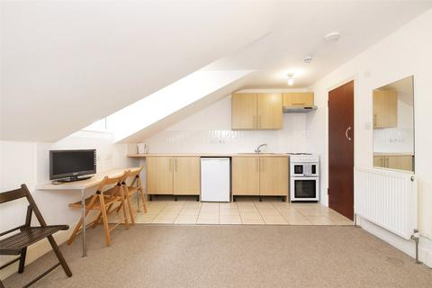 Property to rent - Belsize Square, London, NW3