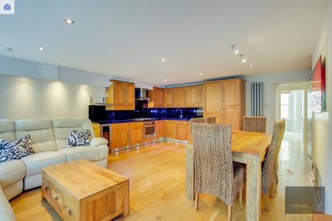 3 bedroom apartment for sale - Slievemore Close, Clapham, London SW4