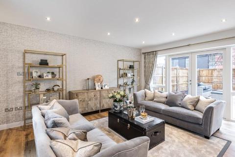 5 bedroom detached house for sale - Plot 159, Opal at Pompadour, Channels Drive CM3