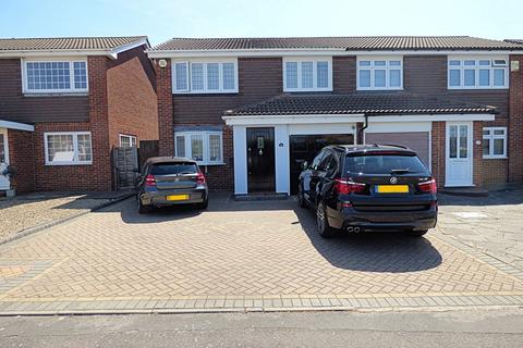3 bedroom semi-detached house for sale - Chevington Way, Hornchurch RM12