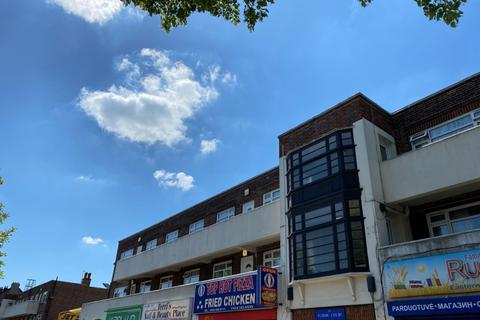 3 bedroom flat to rent - Well Hall Road London SE9