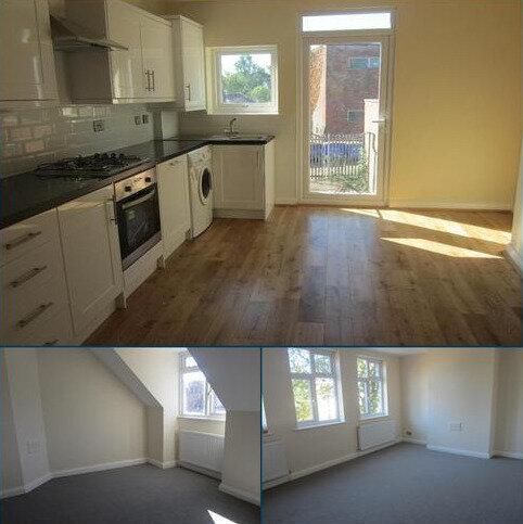 3 bedroom flat to rent - Ravenswood Crescent BR4