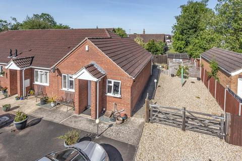 2 bedroom bungalow for sale - Hurn Close, Ruskington, NG34