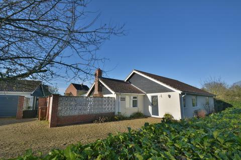 4 bedroom detached bungalow for sale - Manor Road, Roydon