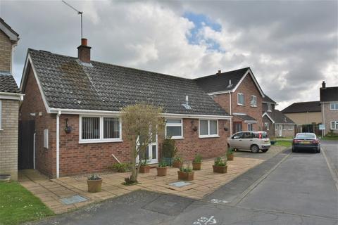 2 bedroom detached bungalow for sale - Pilgrims Way, Harleston