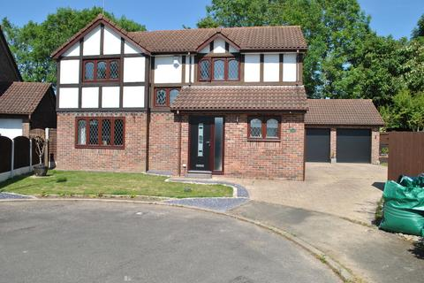 4 bedroom detached house for sale - Lapwing Close, Winsford