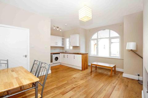 3 bedroom maisonette to rent - Nimrod Road, London, SW16