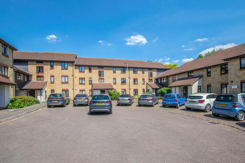 2 bedroom apartment to rent - King Arthur Court, Cheshunt