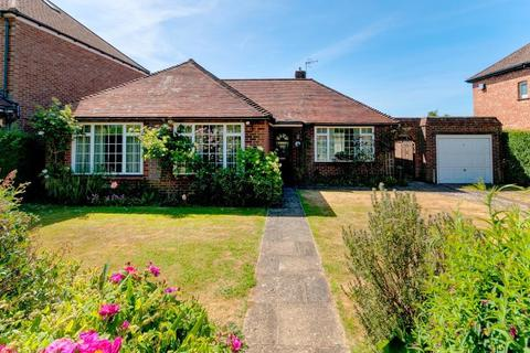 3 bedroom bungalow for sale - Hartfield Road, Seaford, East Sussex, BN25 4PW