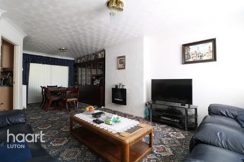 3 bedroom semi-detached house for sale - Midhurst Gardens, Luton