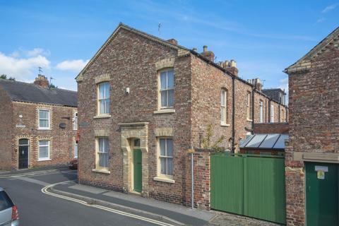 3 bedroom terraced house for sale - Garden Street, York