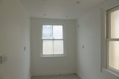 Studio to rent - Old Steine - P1559