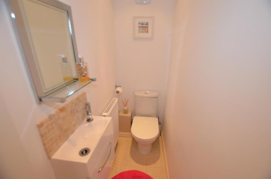 Guest Cloak Room/WC
