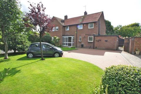 3 bedroom semi-detached house to rent - Barrington Road, Altrincham