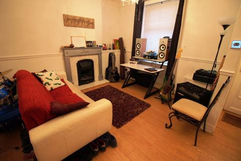 2 bedroom house to rent - Gwendoline Street, Splott, Cardiff