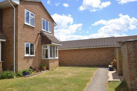 2 bedroom semi-detached house for sale - St. Crispians, Seaford