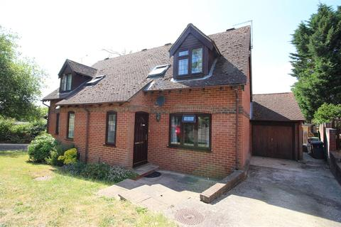 3 bedroom semi-detached house for sale - Oak View, Tilehurst, Reading