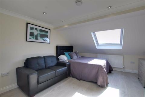 Studio to rent - Uplands Road, Woodford Green